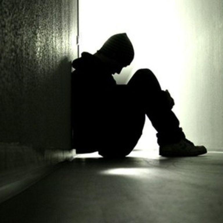 Сын многодетных родителей Родиковых, умерших от COVID, хотел покончить с собой и спрыгнул с моста