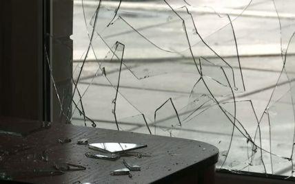 В санатории в Пуща-Водице произошло столкновение со стрельбой и битьем окон