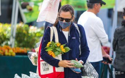 Сходила сама на ринок: папараці заскочили Дженніфер Гарнер в звичайному житті