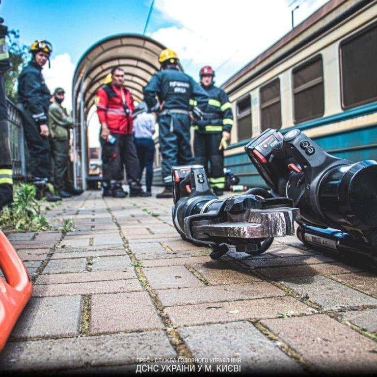 Трагічна загибель на станції в Києві: чоловіка затиснуло між платформою і вагоном