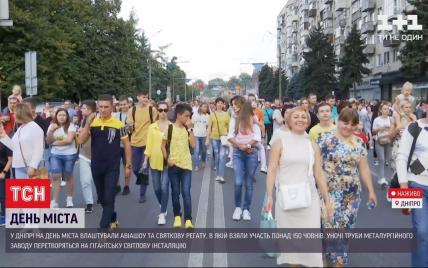 Лазерний салют, авіашоу і сотні музикантів: як у Вінниці та Дніпрі відсвяткували День міста
