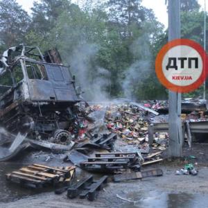 По трассе разносился запах горелого мяса: обнародованы новые подробности и фото смертельной аварии под Киевом