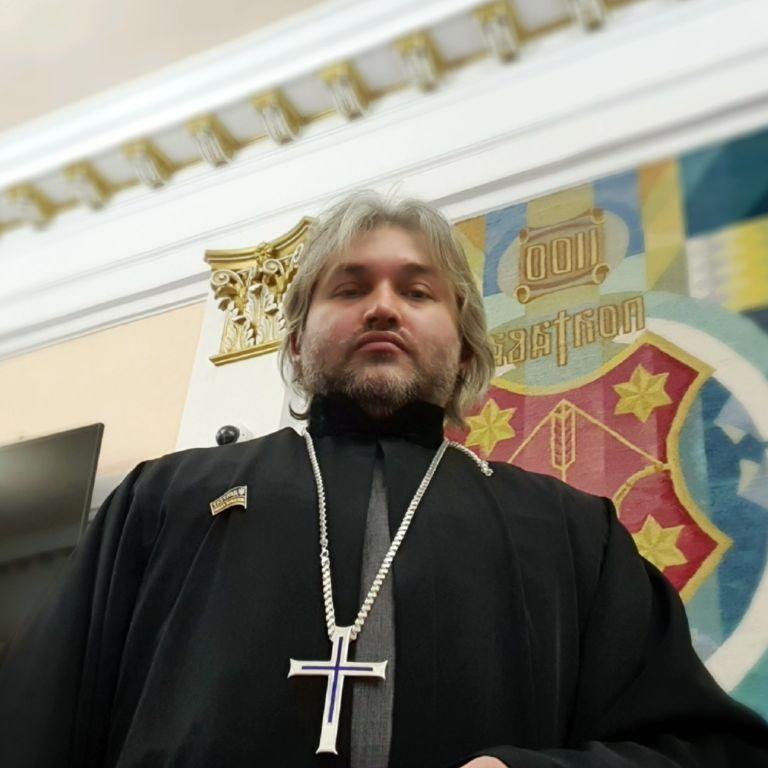 """У ПЦУ розказали, як покарали священника та депутата від """"ЄС"""" Дедюхіна через допис про аборти"""