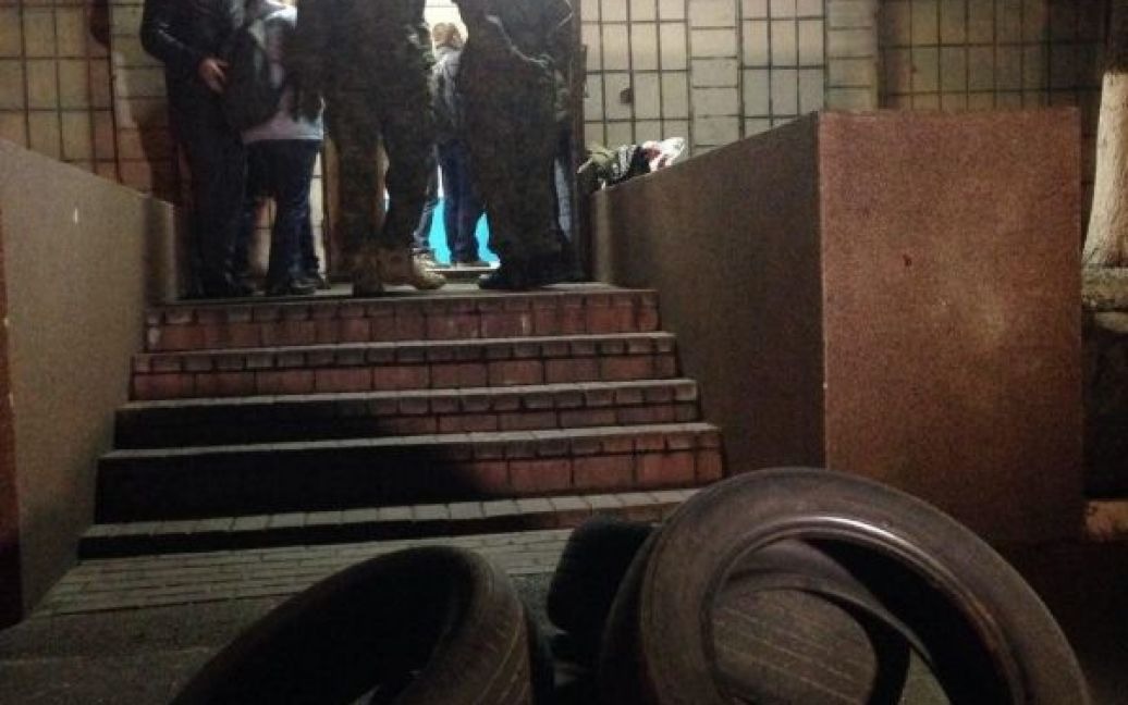 Активисты заблокировали помещение Подольского отдела полиции. / © Громадське ТБ