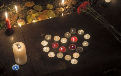 Порошенко приїде до посольства Франції в Києві вшанувати жертв кривавих терактів у Парижі