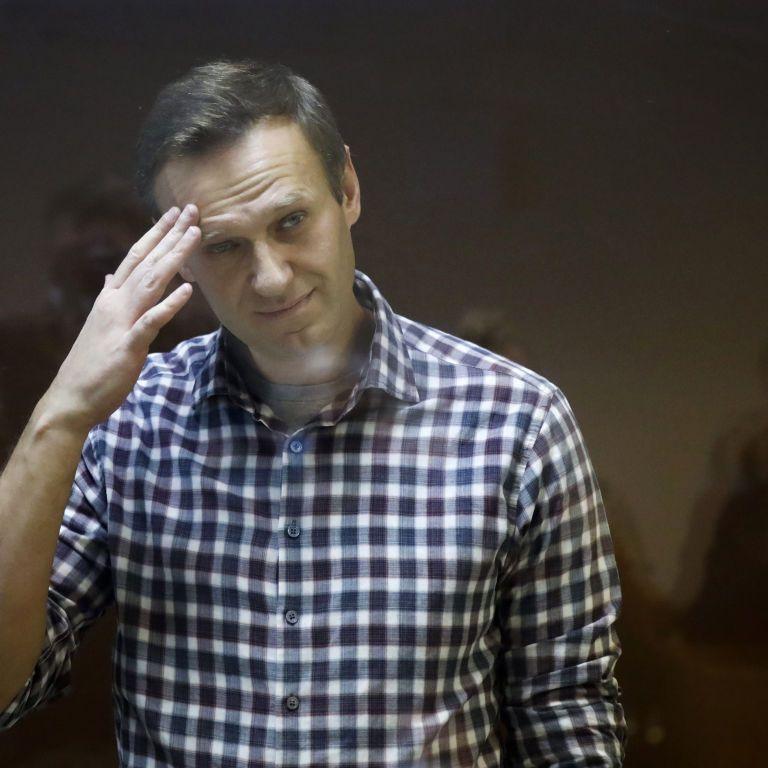 Суд Москвы оставил приговор Навальному почти без изменений: оппозиционера отправляют в колонию на 2,5 года