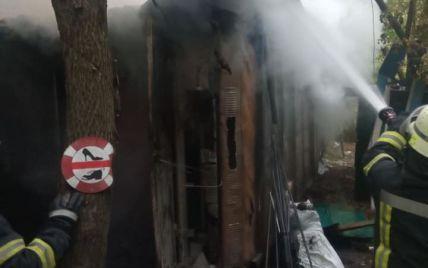 В Киеве в Гидропарке вспыхнул пожар: на месте пожара нашли труп (фото)
