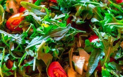 Витаминный салат из весенней зелени