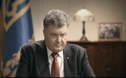 Порошенко рассказал, когда введет военное положение