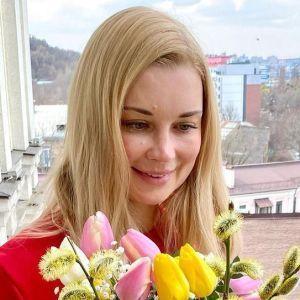 З букетом квітів: Лідія Таран сфотографувалася на балконі офісу