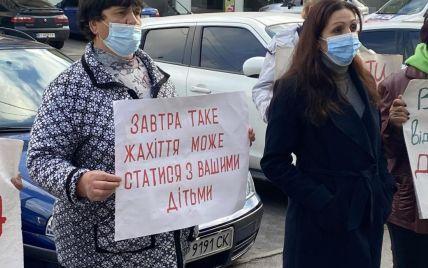 Смерть 16-летней девушки после изнасилования в Полтавской области: люди пикетировали суд (фото)