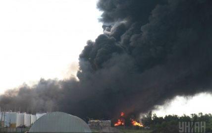 """Спасатели уверяют, что под Васильковом пожар не распространится на нефтебазу """"КЛО"""""""