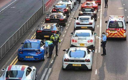 """Словно съемки очередного """"Форсажа"""": в Гонконге полиция одновременно остановила 45 суперкаров"""