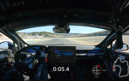 У Мережі опублікували відео, як модифікована Tesla Model S Plaid проходить гоночний трек