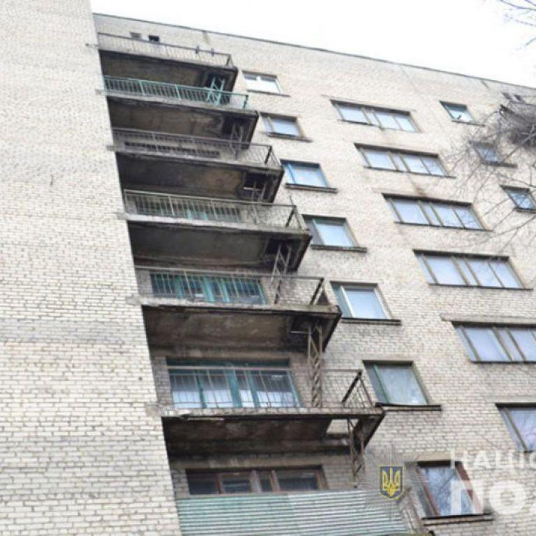 У Львові з 8-го поверху випала півторарічна дівчинка: дитина загинула