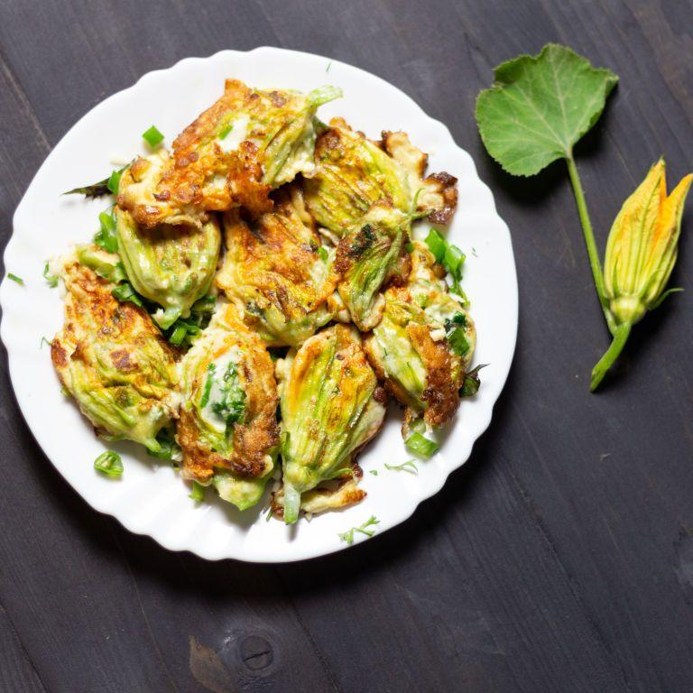Квітки кабачків у клярі: рецепт страви, якою можна здивувати гостей