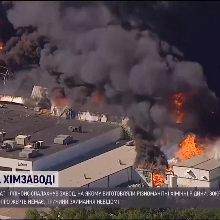 В американском Иллинойсе произошел пожар на химическом заводе: эвакуируют людей