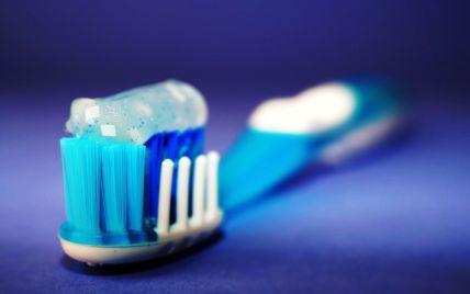 Помилилася тюбиком: в Індії дівчина почистила зуби щурячою отрутою і померла