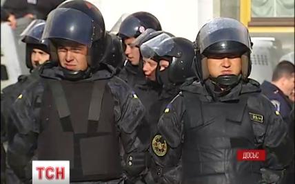 Під час масових заходів київським міліціонерам видаватимуть шоломи зі спеціальними номерами