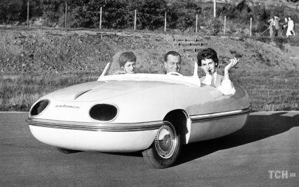 Пластиковий автомобіль, шовк принцеси Єлизавети і трудотерапія для солдатів: 3 ретрофото дня