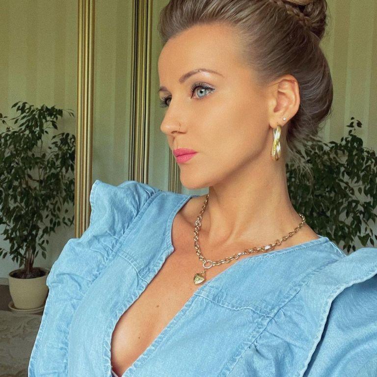 Дівчина Ван Дамма у крихітному бікіні ошелешила довгими ніжками на відпочинку в Одесі