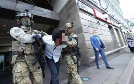 Іноземця, який погрожував підірвати банк у центрі Києва, відправили на лікування