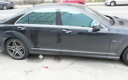 В Киеве неизвестные разбили мужчине голову и отобрали сумку с деньгами