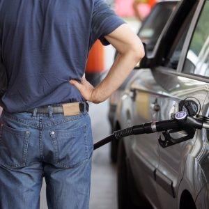 После газа государство начало контролировать и рынок топлива: что будет с ценами