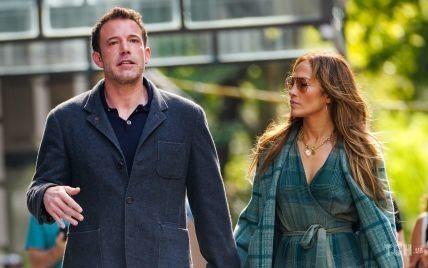 Целовались и держались за руки: влюбленных Дженнифер Лопес и Бена Аффлека подловили на прогулке