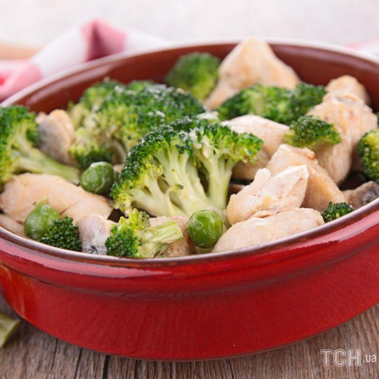 Брокколи, запеченная с курицей и специями: быстрое диетическое блюдо