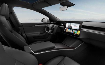 У водіїв виникають проблеми з новим штурвалом Tesla: він може спричинити аварію