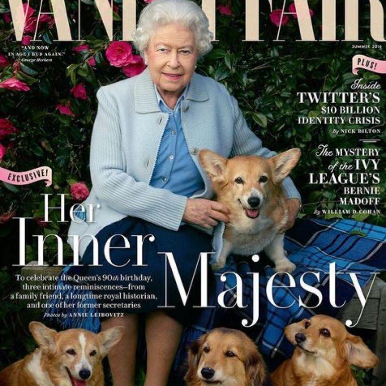 Королева Елизавета II позировала с собаками для обложки глянца
