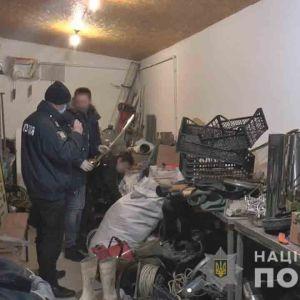 У сумському кафе поліція шукала наркотики, а вилучила зброю
