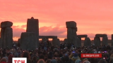 Тысячи людей собрались возле знаменитого монумента Стоунхендж