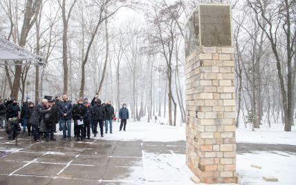 """Виталий Кличко и Мемориал Холокоста """"Бабий Яр"""" открыли инсталляцию к годовщине Куреневской трагедии"""