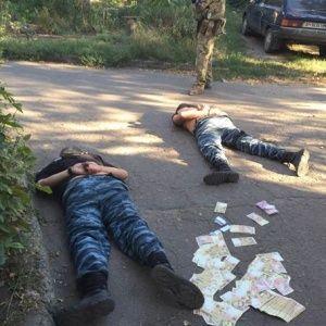 """На Донеччині на хабарі за наркотики схопили """"перевертнів у погонах"""""""