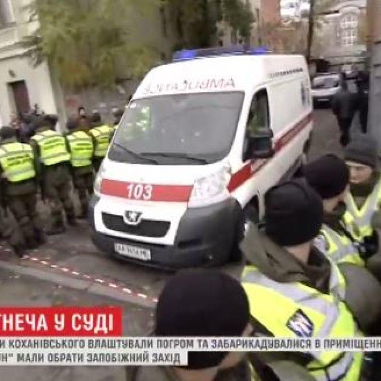Суд у справі Коханівського оголосив перерву, екс-ОУНівця забрала швидка