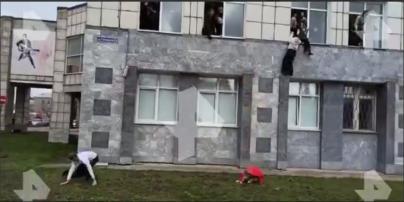 Студенты выпрыгивали из окон: в России молодой человек устроил стрельбу в университете