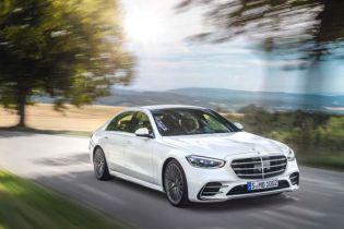 """Нове покоління седана Mercedes-Benz, який продається в Україні, провалило """"лосиний тест"""": відео"""