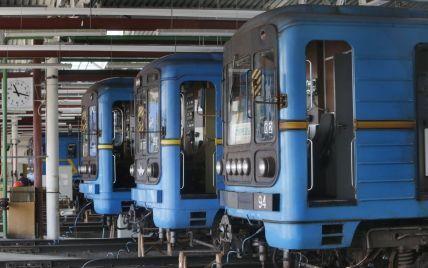 """У вагонах """"синьої"""" гілки київського метро вперше з'явився безкоштовний Wi-Fi"""
