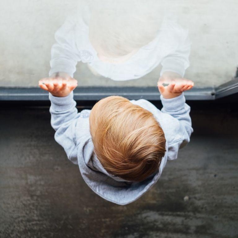 У Вінниці трирічний малюк випав з вікна п'ятого поверху: де була матір і в якому стані дитина зараз