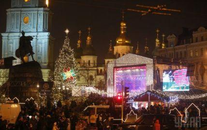 Кияни зібралися біля головної столичної ялинки разом зустрічати Новий рік