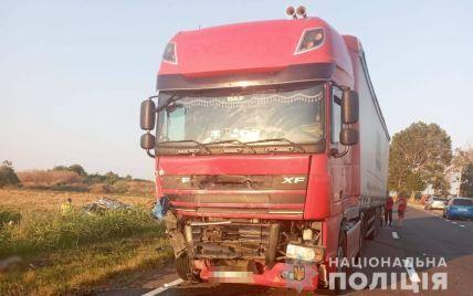 Смертельна ДТП на трасі Одеса-Рені: іномарка від удару відлетіла у кущі