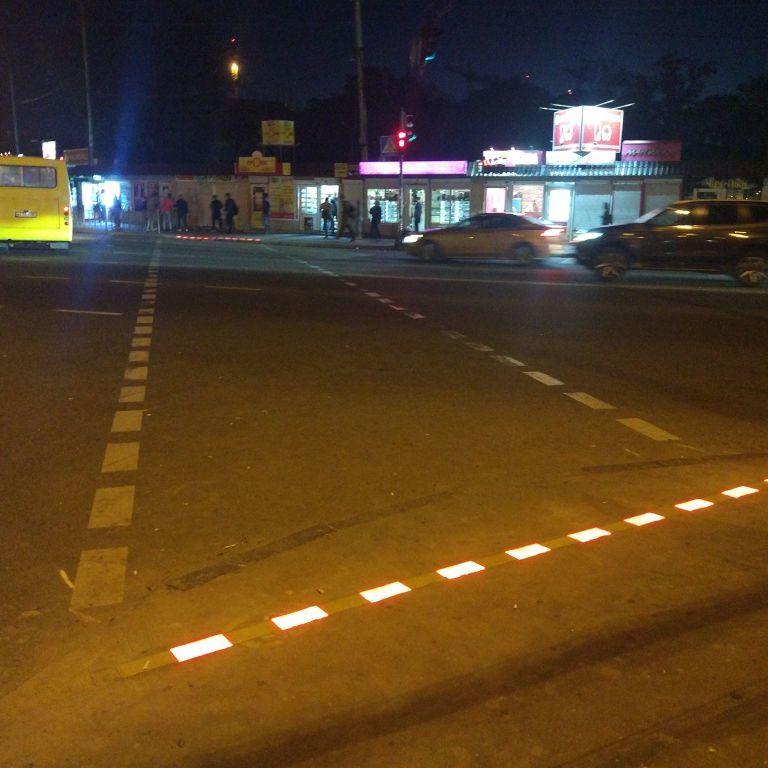 В Киеве на пешеходном переходе появилась LED-брусчатка