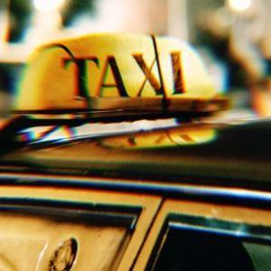 У Харкові водій таксі висадив пасажирку на півдорозі через зауваження про маску (відео)