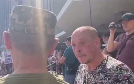 """""""Пішов за гроші вбивати людей"""": провокатор у Дніпрі навчав патріотизму військового із """"залізною"""" витримкою (відео)"""