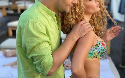 Аліна Гросу у бікіні показала, як коханий еротично зробив їй масаж