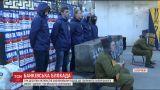 """Активисты заблокировали работу российского """"Сбербанка"""" в Запорожье"""