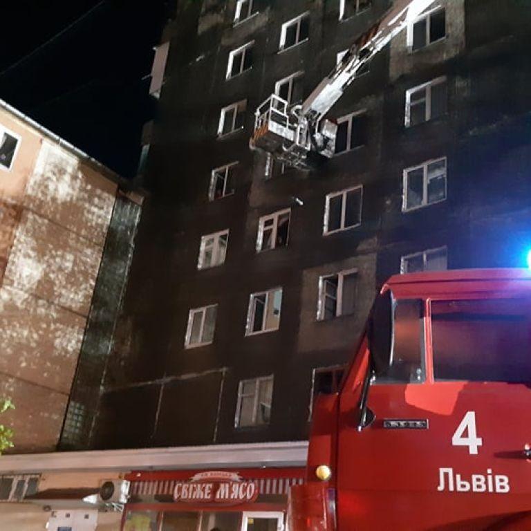 Во Львове вспыхнул пожар в многоквартирном доме: эвакуированы около 100 жителей