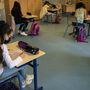 Допуск, маски, занятия, самоизоляция: как будет происходить обучение в школах с 1 сентября